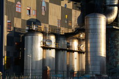 Depósitos de gasolina industriales Imagenes de archivo