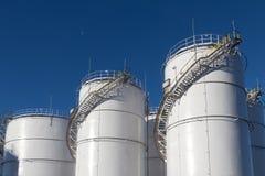 Depósitos de gasolina na exploração agrícola de tanque fotos de stock