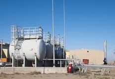 Depósitos de gasolina no local industrial Fotografia de Stock Royalty Free