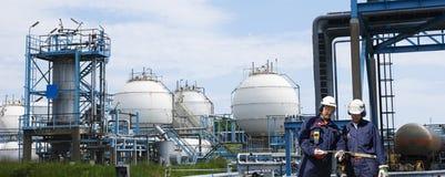 Depósitos de gasolina que suppying navios e petroleiros Fotografia de Stock Royalty Free