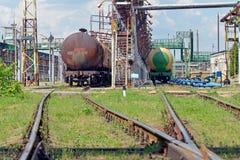 Depósitos de gasolina railway velhos na estação Fotografia de Stock