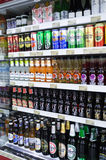 Departamento da bebida do supermercado Fotos de Stock