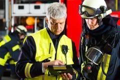 Planeamiento del despliegue del departamento de bomberos Fotografía de archivo libre de regalías