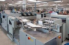 Departamento de impresión (impresión) de la prensa - línea de acabamiento Foto de archivo libre de regalías