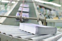 Departamento de impresión (impresión) de la prensa - línea de acabamiento Fotos de archivo