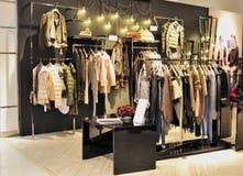 Departamento de la ropa de la manera de la muchacha Imagen de archivo libre de regalías