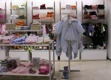 Departamento de la ropa del niño Fotos de archivo