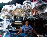 Departamento del vendedor en el mercado del fin de semana de Chatuchak Imágenes de archivo libres de regalías