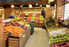 Departamento do alimento no supermercado Imagem de Stock Royalty Free
