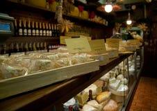 Departamento italiano típico del queso Fotografía de archivo