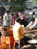 Departamento musulmán velado de las mujeres para el alimento Imagenes de archivo