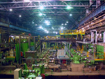 Departamento que lamina en fábrica de la metalurgia fotografía de archivo libre de regalías