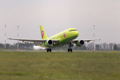 Departing Siberia Airlines Airbus A319 aircraft Stock Images