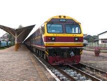 Departured Plattform Disel Lokomotive Lizenzfreie Stockfotos