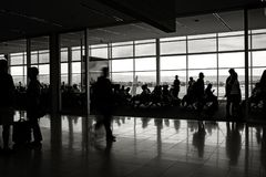Depaturezitkamer van de luchthavenpassagier Stock Fotografie