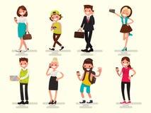 Dependência móvel Povos com seus dispositivos Vetor Illustratio Fotografia de Stock
