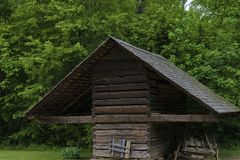 Dependencias viejas de los colonos en valle de la ensenada de Cades en Tennessee Smoky Mountains fotografía de archivo