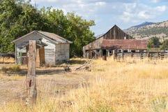 Dependencias viejas en California septentrional rural Fotos de archivo libres de regalías