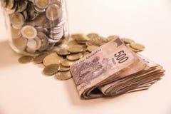 Deponować pieniądze banknoty i monety Obraz Royalty Free