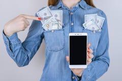 Deponuje pieniądze cyfrowego sklepu sklepu nabywcy klienta podatku produktu pensi kredyt obraz royalty free