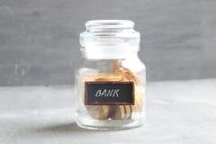 Deponuje pieniądze, depozytu lub oszczędzania pieniądze, dywidendy pojęcie Fotografia Royalty Free