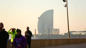 Deporte de la mañana en Barcelona almacen de metraje de vídeo