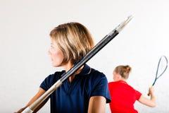 Deporte de la raqueta de calabaza en gimnasia Imagen de archivo libre de regalías