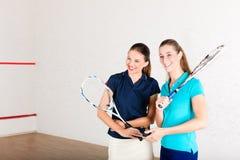 Deporte de la raqueta de calabaza en gimnasia, entrenamiento de las mujeres Fotografía de archivo