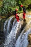 Deporte de Rapelling de la cascada Foto de archivo libre de regalías
