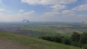 Deporte del Paragliding de Serbia almacen de metraje de vídeo