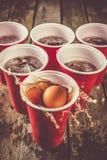 Deporte del partido de la universidad - ajuste de la tabla del pong de la cerveza foto de archivo