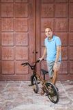 Deporte extremo en la bici de BMX Fotos de archivo libres de regalías