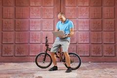 Deporte extremo en la bici de BMX Fotografía de archivo libre de regalías