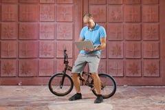 Deporte extremo en la bici de BMX Imagenes de archivo