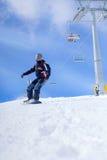 Deporte extremo, snowboarder en la acción en las montañas Fotos de archivo libres de regalías