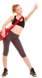 Deporte Muchacha de la aptitud con el bolso del gimnasio que muestra el pulgar para arriba Imágenes de archivo libres de regalías