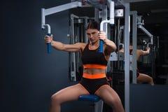 Deporte Mujer hermosa en gimnasio Concepto de Halthy fotos de archivo libres de regalías