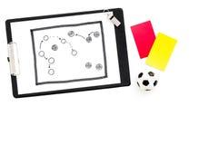 Deporte que juzga concepto Árbitro del fútbol Plan de la táctica para las tarjetas amarillas del juego, de la bola del fútbol, ro fotografía de archivo libre de regalías