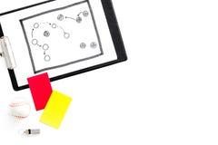 Deporte que juzga concepto Árbitro del fútbol Plan de la táctica para las tarjetas amarillas del juego, de la bola, rojas y, silb imagenes de archivo