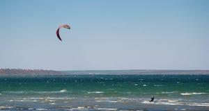 Deporte que se lanza en paracaídas imagen de archivo
