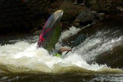 Deportes acuáticos competentes en el río de la paloma. Imagen de archivo