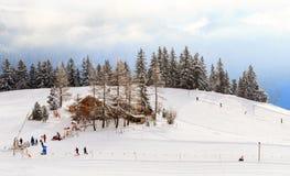 Deportes de invierno en Suiza imagen de archivo