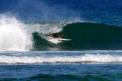 Deportes de la acción que practican surf Imagen de archivo