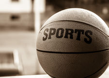 Deportes de la bola de la cesta fotografía de archivo libre de regalías