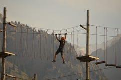 Deportes que entrenan en las montañas imagen de archivo