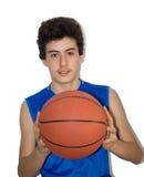 Deportista adolescente que juega a baloncesto Fotos de archivo libres de regalías