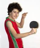 Deportista adolescente que juega a tenis de mesa Imágenes de archivo libres de regalías