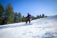 Deportista en snowboard imagenes de archivo