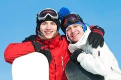 Deportista feliz con los snowboards Fotos de archivo