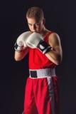 Deportista joven del boxeador en traje rojo del deporte Fotos de archivo libres de regalías